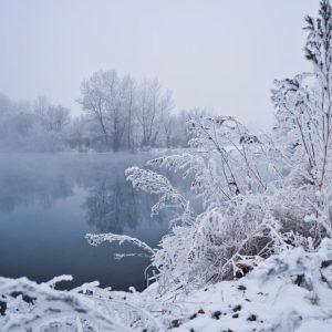 winter freezing lake air